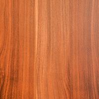 În culori ce pornesc de la un timid roz și ating nuanțe pure de maro, lemnul de cireș prezintă o facilitate de șlefuire superioară ce îi pune in valoare strălucirea.