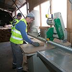 Privim prelucrarea lemnului ca un proces amplu și extrem de complex care nu ar putea să rezulte în produse de calitate fără o echipă desăvârșită de specialiști, pasionată de ceea ce face și care pune suflet în fiecare bucățică de lemn tăiată sau șlefuită.